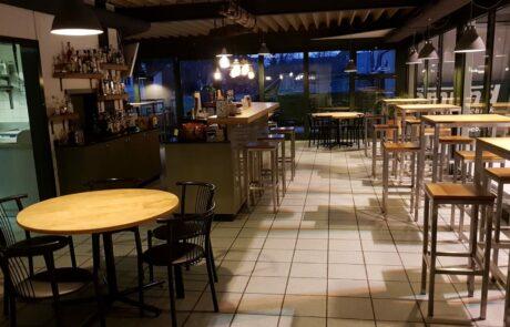 Bild der Bar9 im TSC Murten- Stühle, Tische, Bar