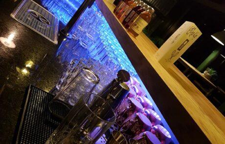 Bildausschnitt der Bar in der Bar9 im TSC Murten